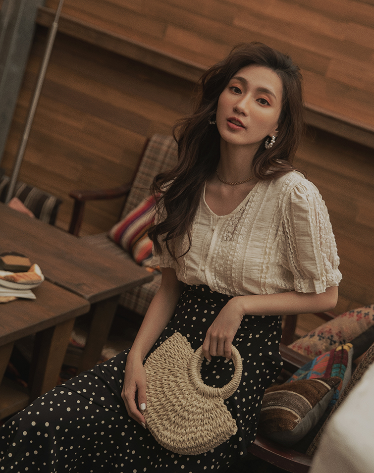 PUFF SLEEVE V LACE TOP