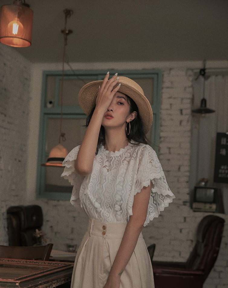 FLOWERY LACE RUFFLE SLEEVE TOP