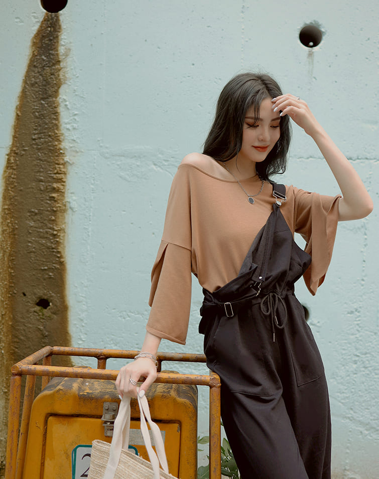 MIT RUFFLY SLEEVES SLIT TOP