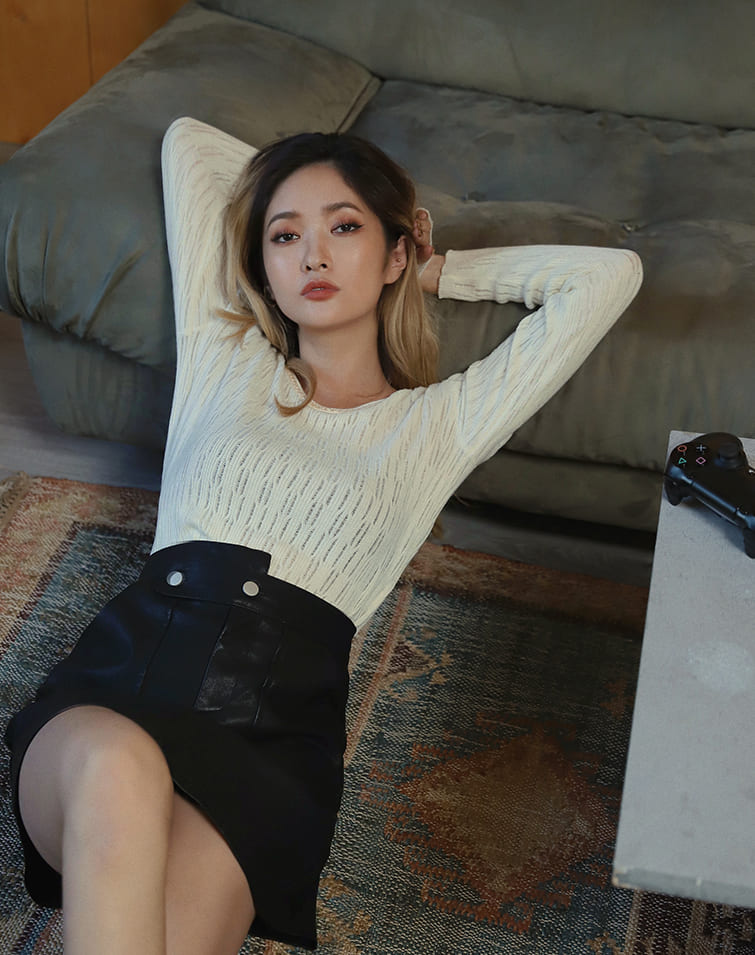 COLLAR CHAIN SIDE BUCKLE KNIT TOP