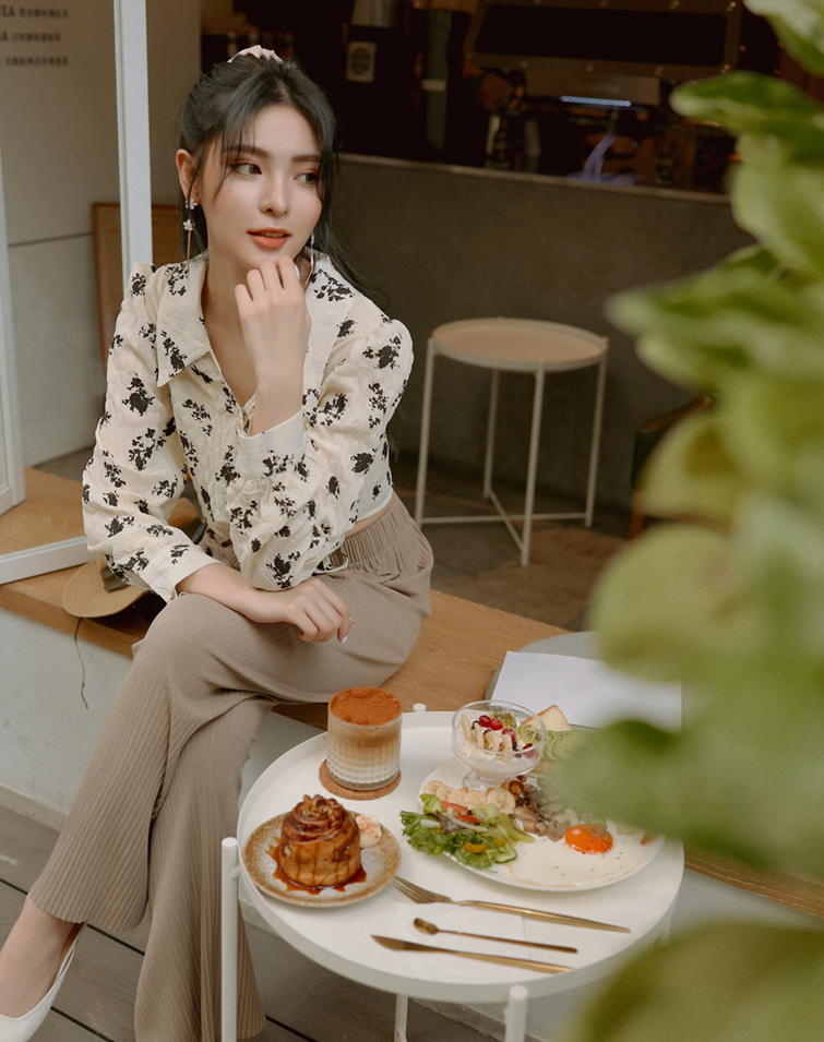 INKY FLOWER KNOTTED TIE SHIRT