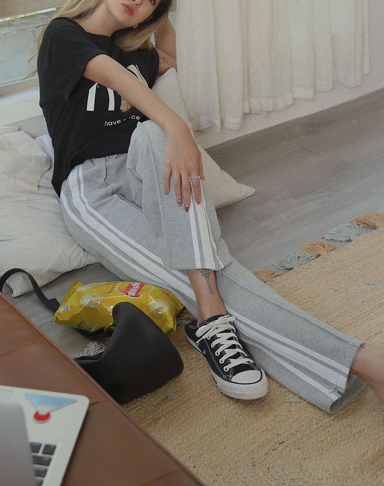 ZIPPER WHITE STRIPED TRACK PANTS