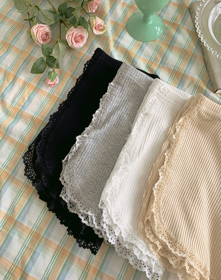 EDGY LACE SAFETY SHORTS