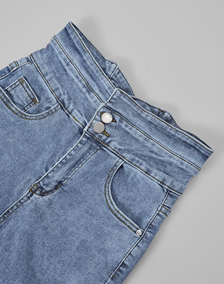 TWO BUTTONS CROSS BACK SKINNY JEANS