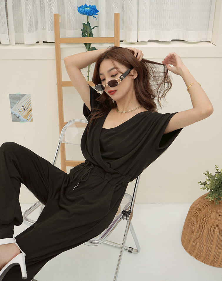 MIT V-NECK CINCHED CUFF JUMPSUIT