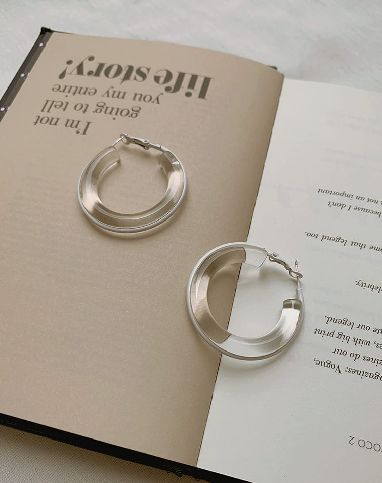 CUT OUT CLEAR CIRCLE EARRINGS