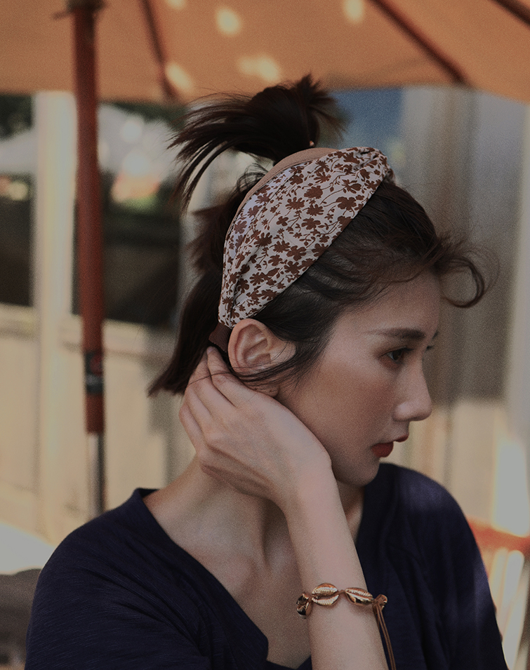 VINTAGE FLORAL WIDE KNOT HAIR BAND