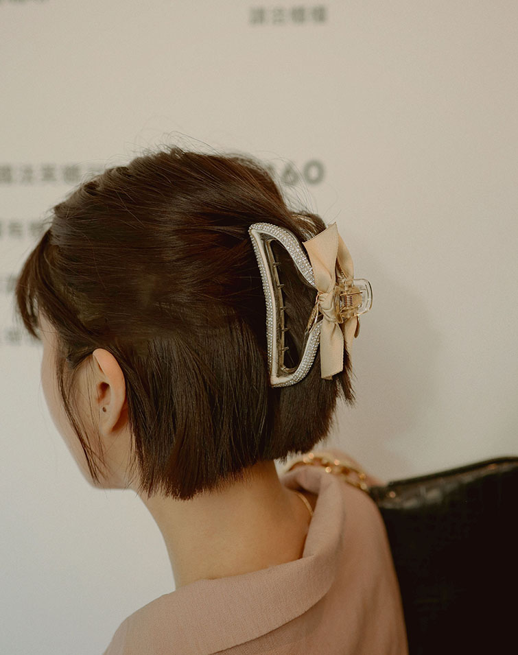 FOREVER RIBBON STUDDED HAIR CLAW